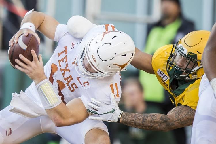 Texas Season Limps Along In 24 10 Strugglefest At Baylor