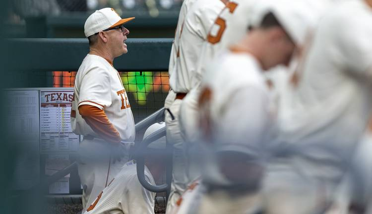 Looking to plug holes in its infield, Texas signs two junior college transfers