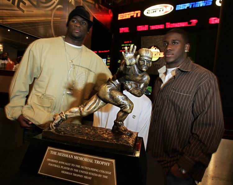 Vince Young flashes Oscars ballot proclaiming him as 2005 Heisman