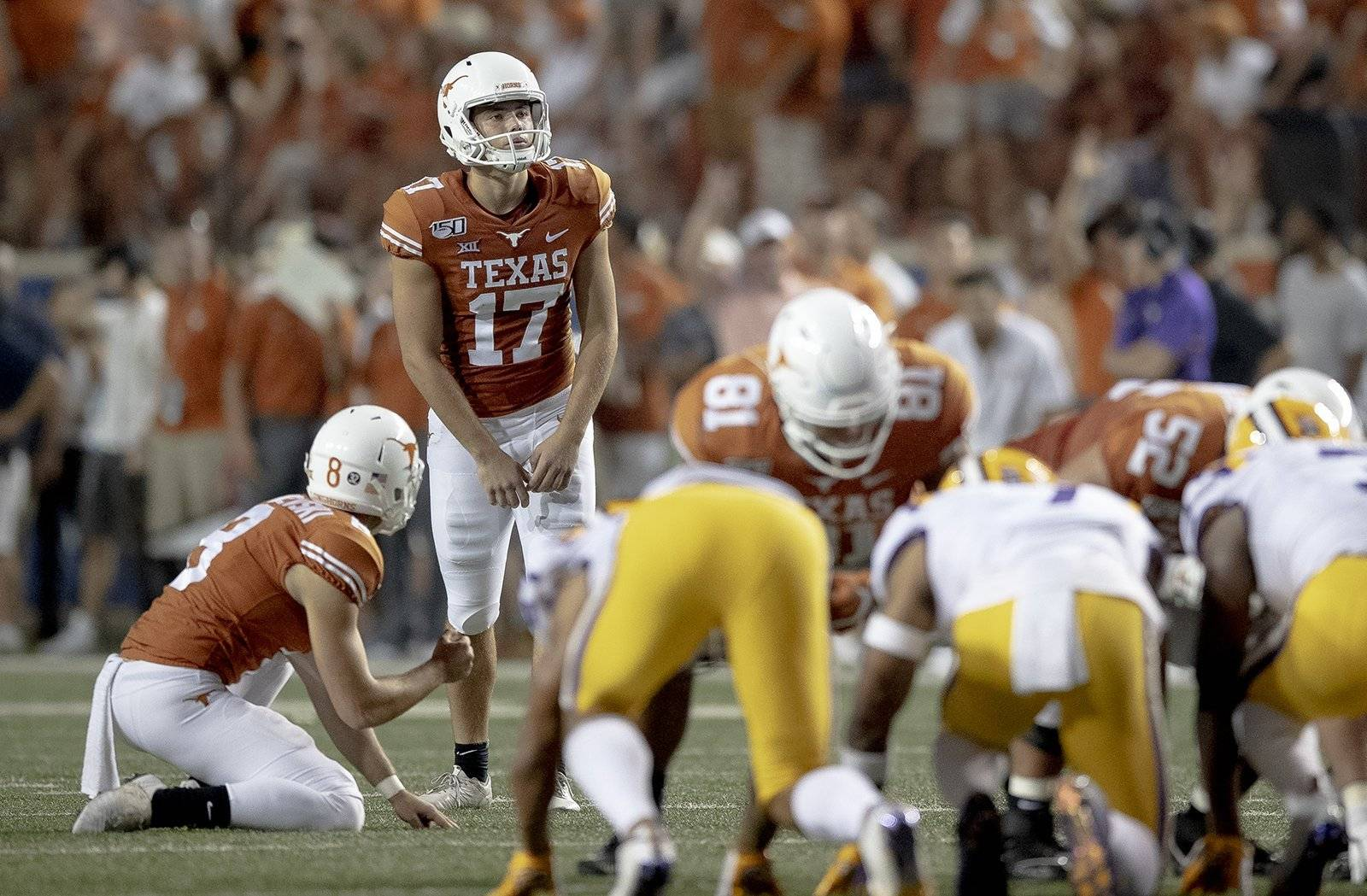 Texas passes up a long attempt against LSU but still has faith in kicker Cameron Dicker's range