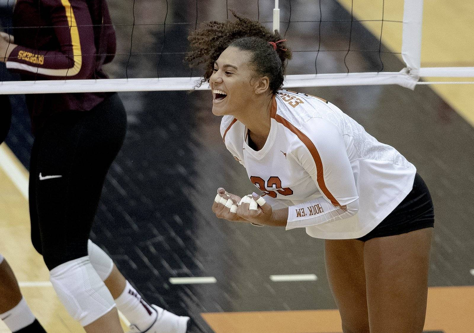Longhorns volleyball sweeps Wichita St. at Shocker Classic