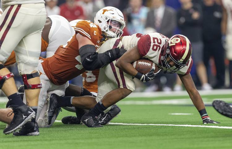 Oklahoma s late touchdown gives Sooners a 20-14 halftime lead over Texas ceab3d236