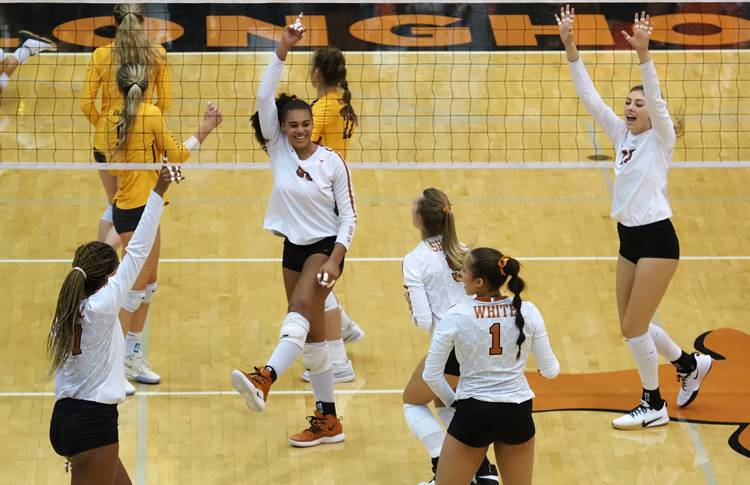 Texas volleyball earns share of Big 12 title with win over Iowa State