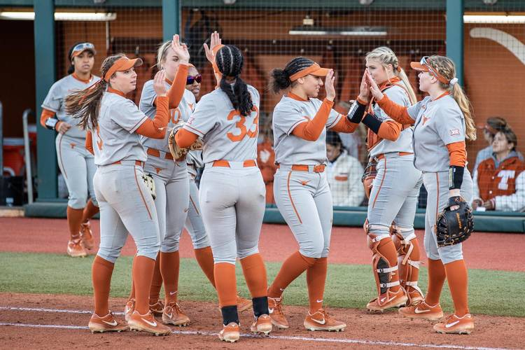 Texas softball stays undefeated with win over Mississippi
