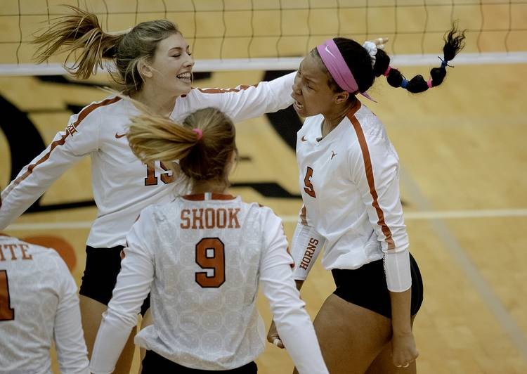 Longhorns volleyball team sweeps Mountaineers on the road