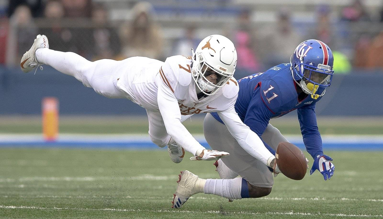 Ehlinger and Sterns to represent Texas on watch lists for two of NCAA's top awards